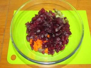 добавить морковь и свеклу