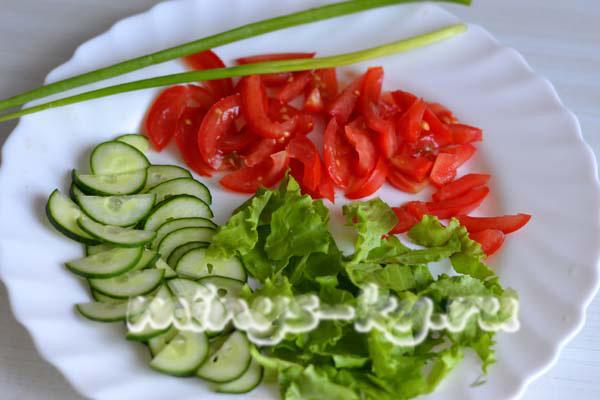 рецепт салат кальмары огурцы помидоры