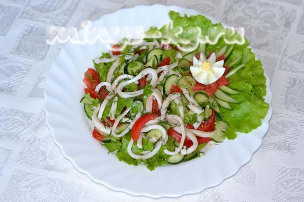 салат с кальмарами и маслом