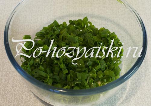 слой лука в салатнике
