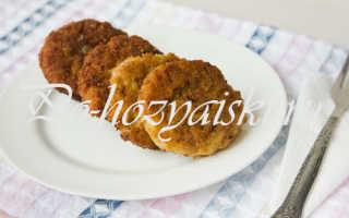 Куриные котлеты в панировке на сковороде —  рецепт с фото