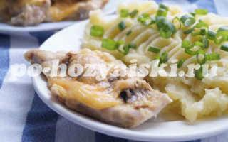 Куриное филе с грибами и сыром, запеченное в духовке