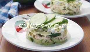 Салат с куриной грудкой и свежими огурцами для тех, кто на диете