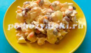 Салат с фасолью и крабовыми палочками на скорую руку