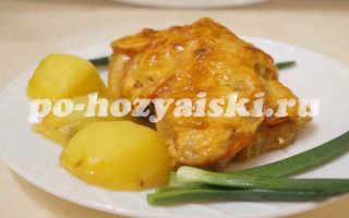 Как приготовить куриные бедра с сыром и помидорами в духовке