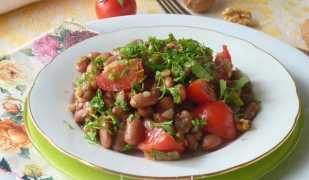 Салат из красной фасоли с помидорами
