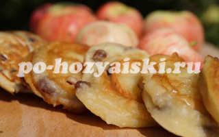 Румяные оладьи с яблоками на молоке