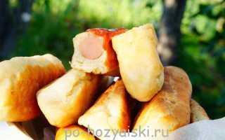 Сосиски в дрожжевом тесте, приготовленные на мангале