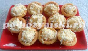 Тарталетки с сыром и чесноком, аппетитная закуска
