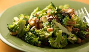 Диетические салаты из брокколи: вкусно и полезно