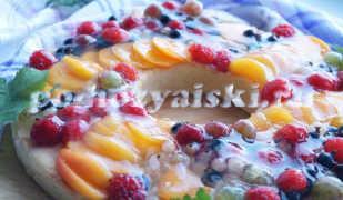 Красочный пирог с ягодами в желе