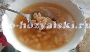 Наваристый суп в духовке с фасолью