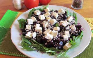 Диетический салат с рукколой и сыром