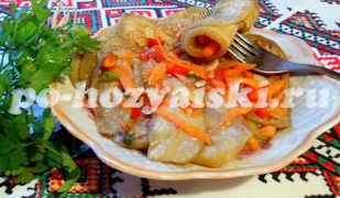 Маринованные баклажаны с морковью и чесноком на скорую руку