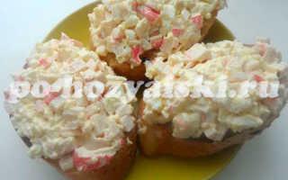 Бутерброды с крабовыми палочками, яйцом и майонезом