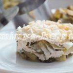 Как приготовить диетический салат с курицей, маринованными огурцами и яйцом